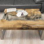 Couchtisch aus Massivholz mit einem tischgestell aus Edelstahl